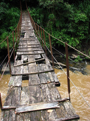 Kotmale+footbridge.jpg