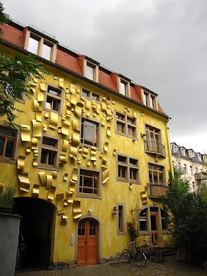 Impressive Court of Kunsthof Dresden (14) 13