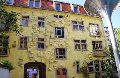 Impressive Court of Kunsthof Dresden (14) 11