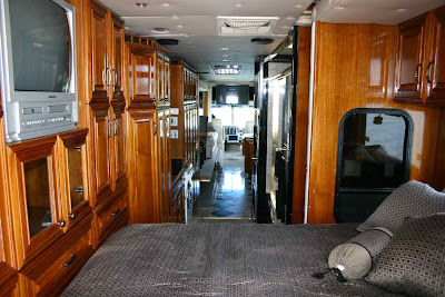 Luxurious Amphibious Motor Coach and Yacht (6) 5
