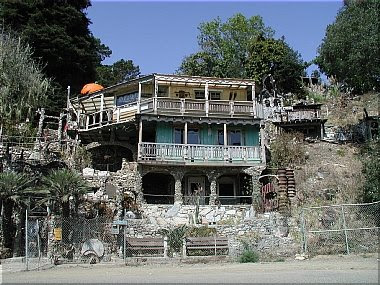House Built Entirely Out Of Junk (3) 1