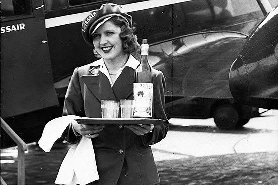http://2.bp.blogspot.com/_NpNmHxRciRU/TE2nrd9dgxI/AAAAAAAABI8/Mhv-DwltwtQ/s1600/1920-flight-attendant-air-hostess-552nm-111709.jpg