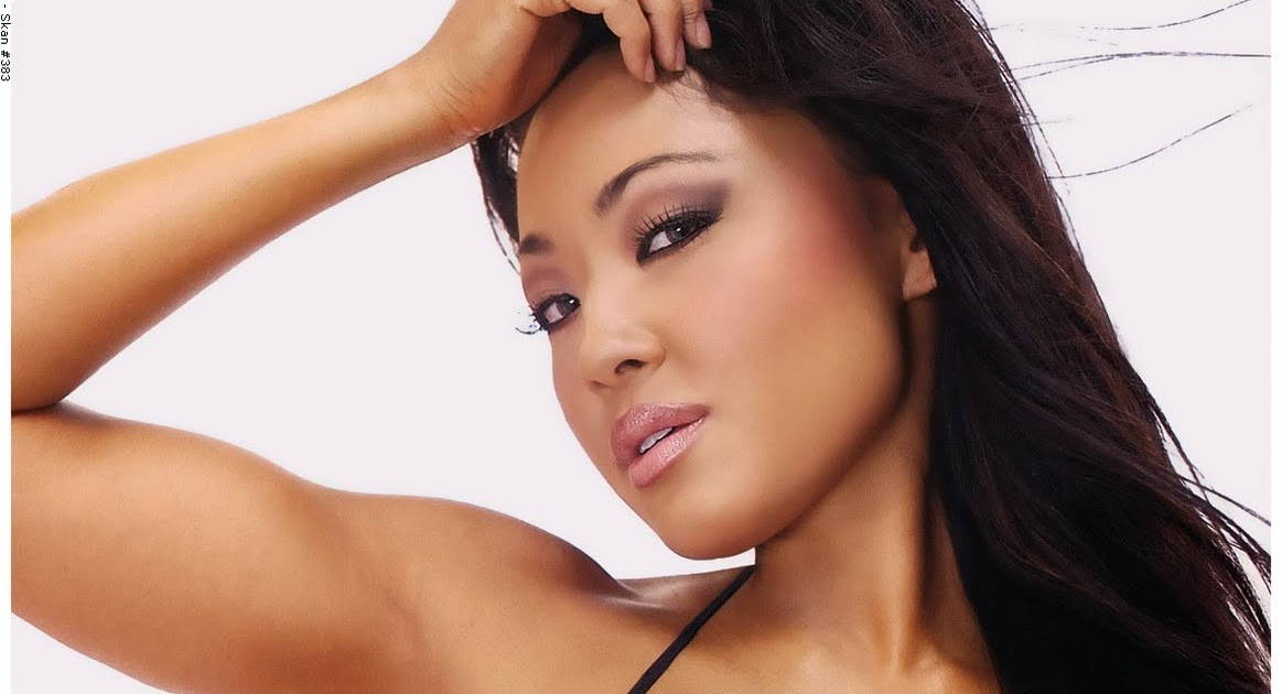 Natasha Yi Nude Photos 17