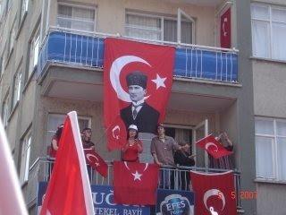 BAYRAK SEVGİSİ Bayrak+balkon