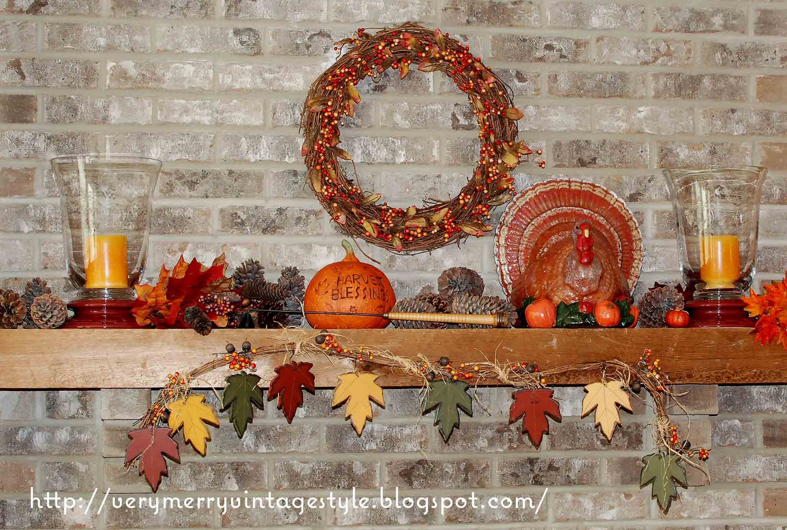 Very merry vintage syle thanksgiving mantel idea for Decoration thanksgiving