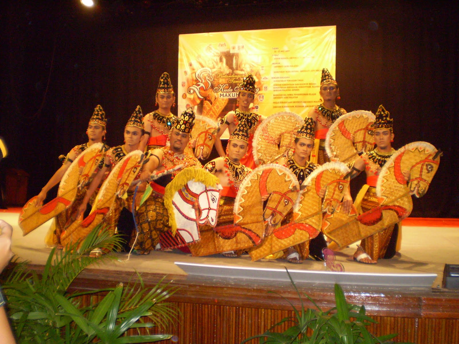 the malaysian culture Malaysia has a mix of several cultures 58 percent of the population is malay, 24 percent are chinese and 8 percent are indians their customs are significantly.