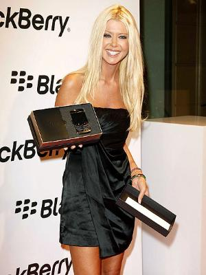 tara reid blackberry 9700 bold1 It's clear that horny teen Dorothea gets nice and juicy as she fucks, ...