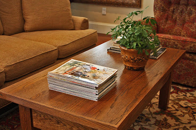 Decorating Magazines on Southern Lagniappe  Decorating Solution  Sofa Table Magazine Basket