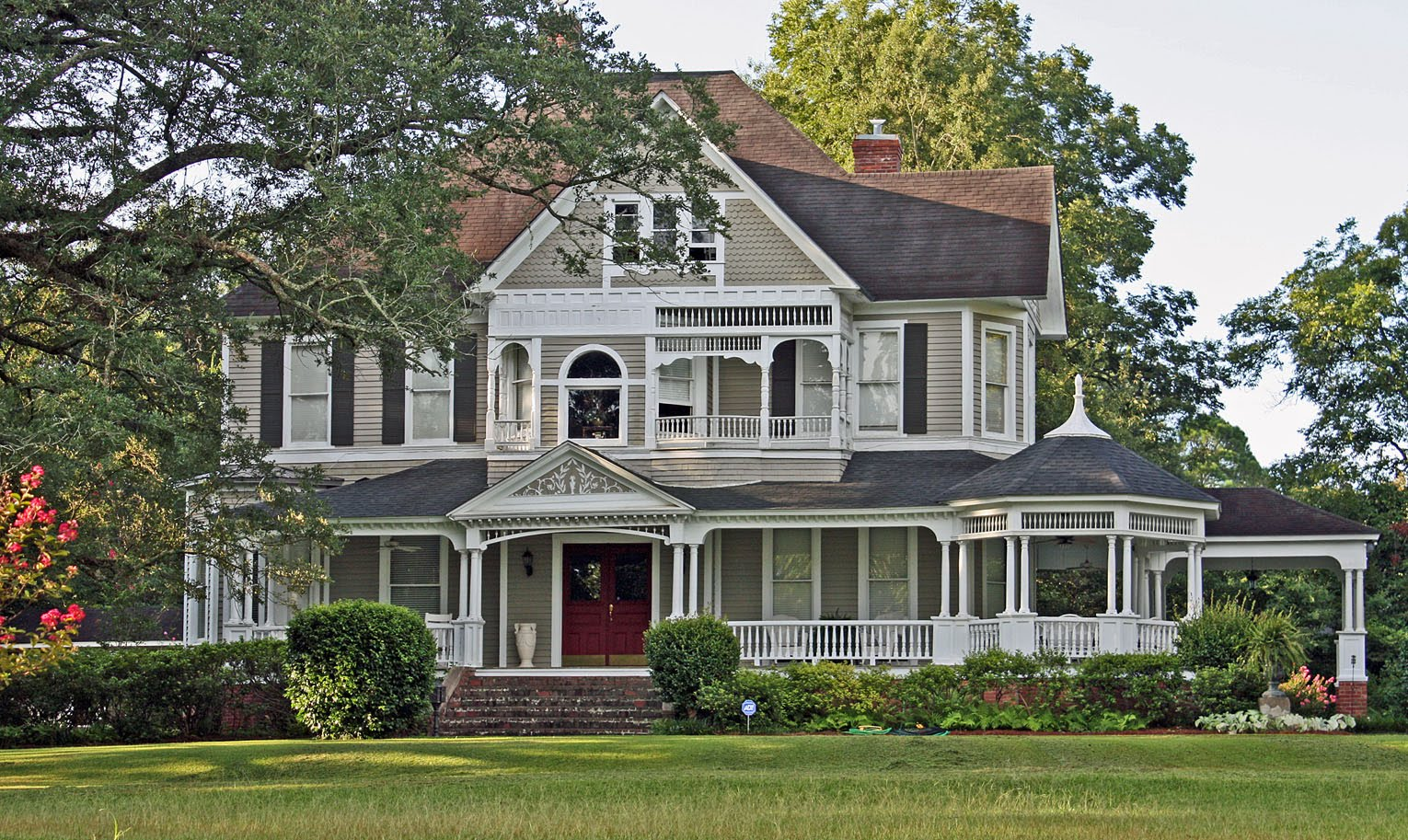 Southern lagniappe porches for Victorian porch swing plans
