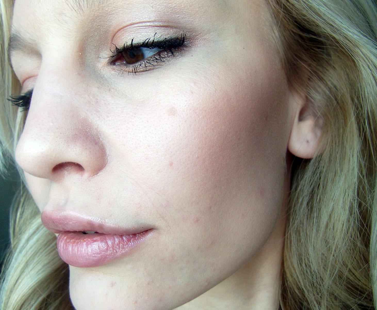http://2.bp.blogspot.com/_NwQtJRkWjdo/TQ9xoow2f9I/AAAAAAAAGe0/8pekyuVnEmQ/s1600/Kate-Hudson-Makeup.jpg
