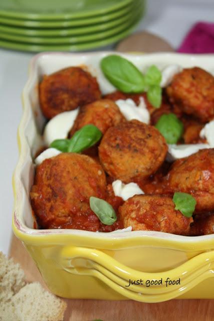 Pureće okruglice u umaku od rajčica i mozzarelle