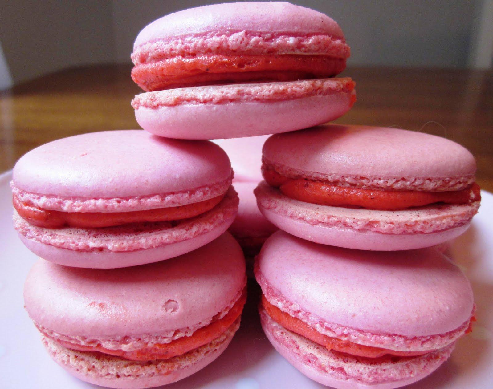 Cupcakesfluffan: Macarons med vit choklad- hallonfyllning