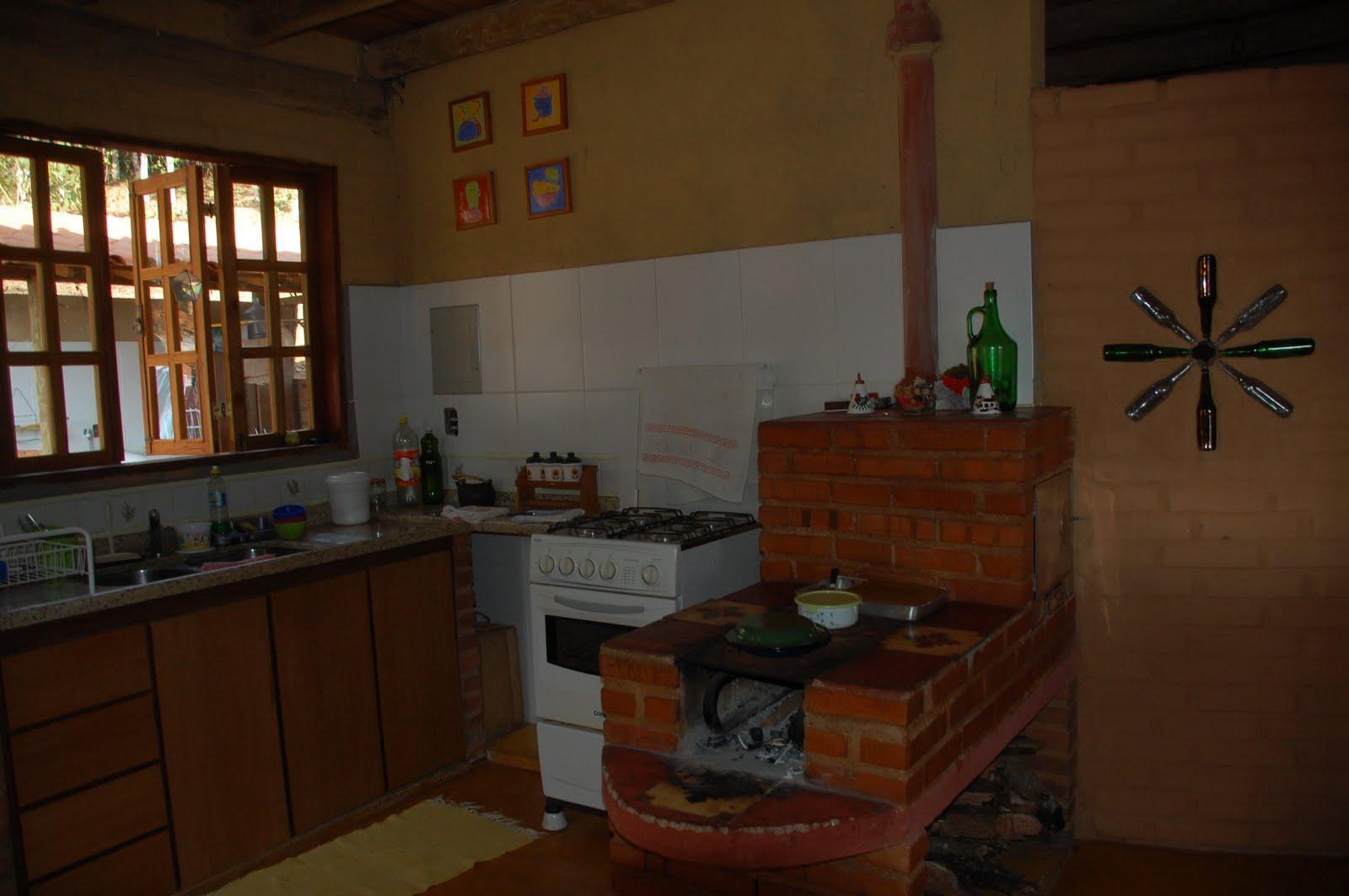 #352114 pátios cozinhas e quintais: Cozinha Antroposófica 3266 Janelas De Madeira Em Vicosa