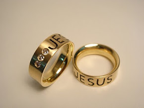 Alianças Jesus em ouro 18k.