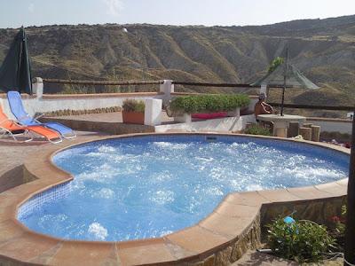 Piscina jacuzzi exterior elegant mini piscina rectangular for Jacuzzi piscina exterior