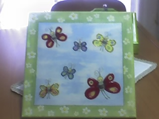 Tela com borboletas em relevo