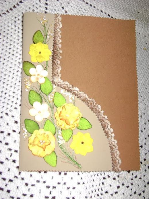 Caderno com capa decorada.