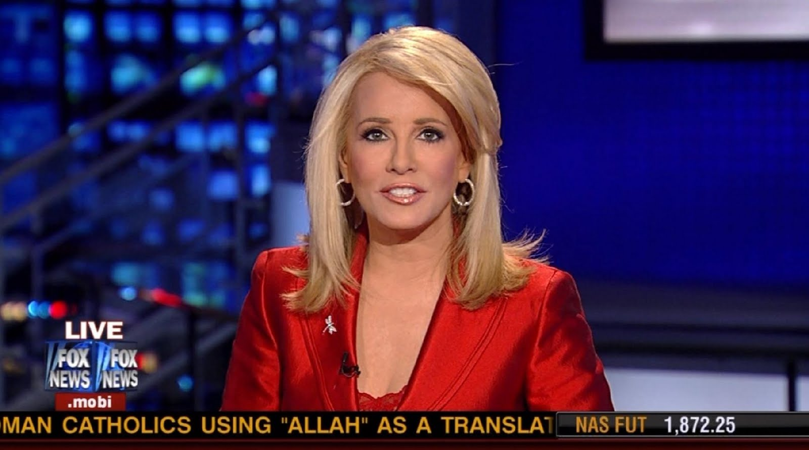 Martha MacCallum Pictures http://ladiesinsatin.blogspot.com/2010/12/martha-maccallum-red-satin-suit.html