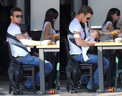 Διάσημοι γονείς με το μωρό τους σε sling