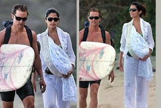 Ο Matthew Mcconaughey και η Camilla Alves αποδεικνύουν πως μπορείς να κάνεις τα πάντα με το μωρό μαζί, ακόμα και βόλτα στην παραλία!