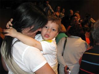 Με το μωρό σε συνωστισμό, νιώθω καλύτερα όταν είναι πάνω μου!