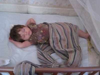 Καλοκαιράκι και βόλτες με το μωρό που αποκοιμήθηκε στο μάρσιπο sling!
