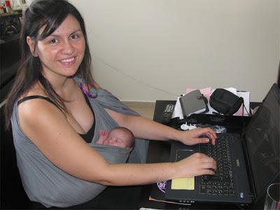 Με το μωρό στη δουλειά, σε sling είναι ευκολότερο!