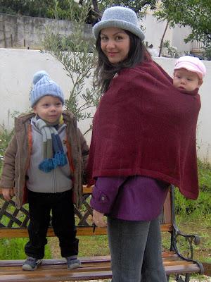 Βόλτα με δύο μωρά με πολύ μικρή διαφορά ηλικίας