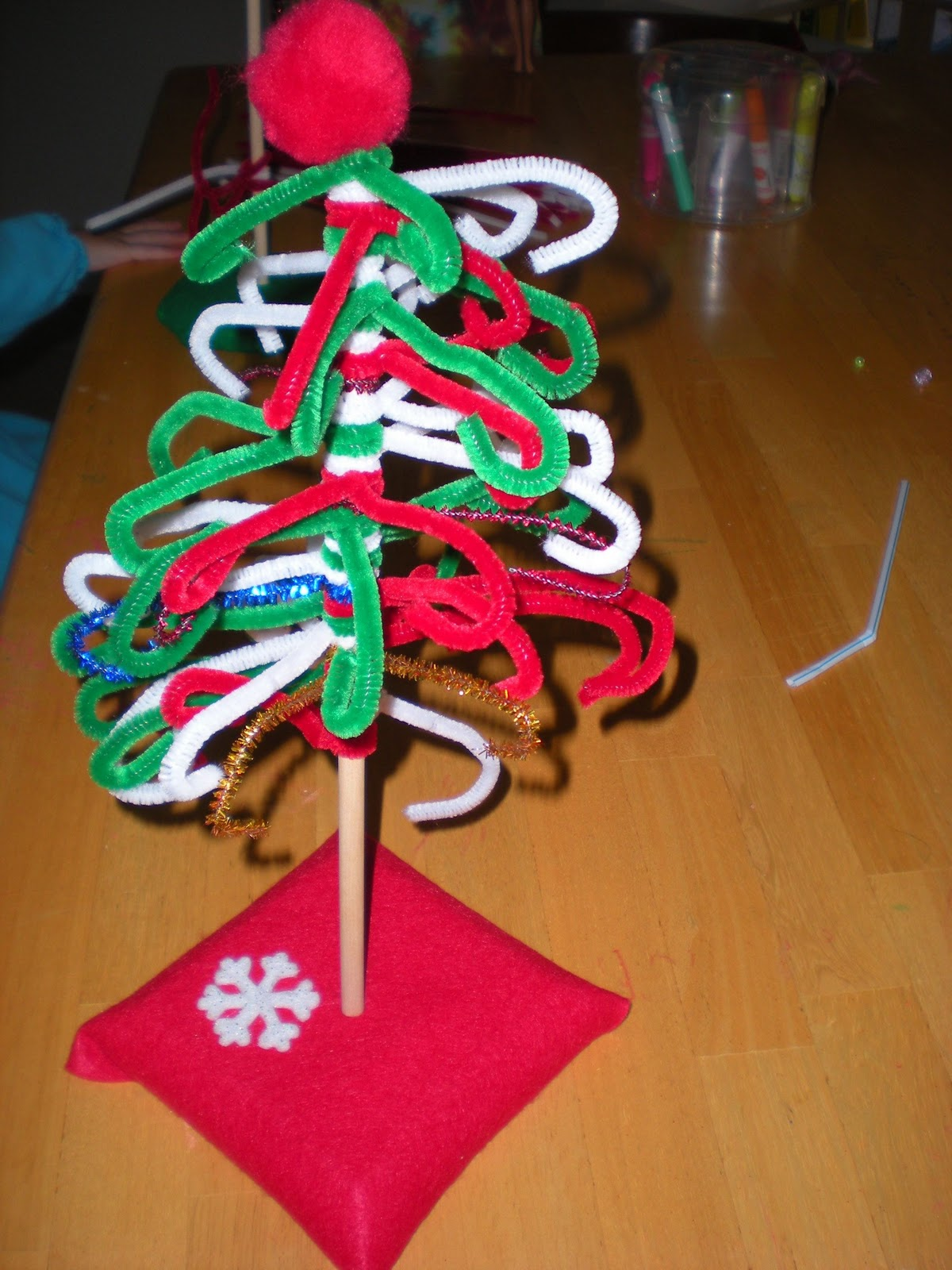 Sippy cup central pipe cleaner tree for Pipe cleaner christmas crafts
