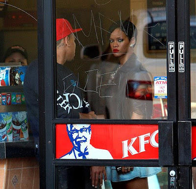 rihanna+chris+kfc1 Rihanna & Chris Brown Spotted At KFC