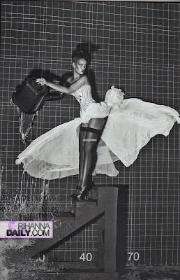 ir5 Rihanna Italian Vogue Shoot