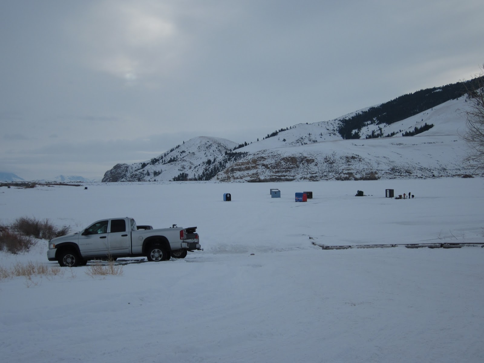 Mackay idaho 83251 mackay dam ice fishing december 26 2010 for Ice fishing idaho