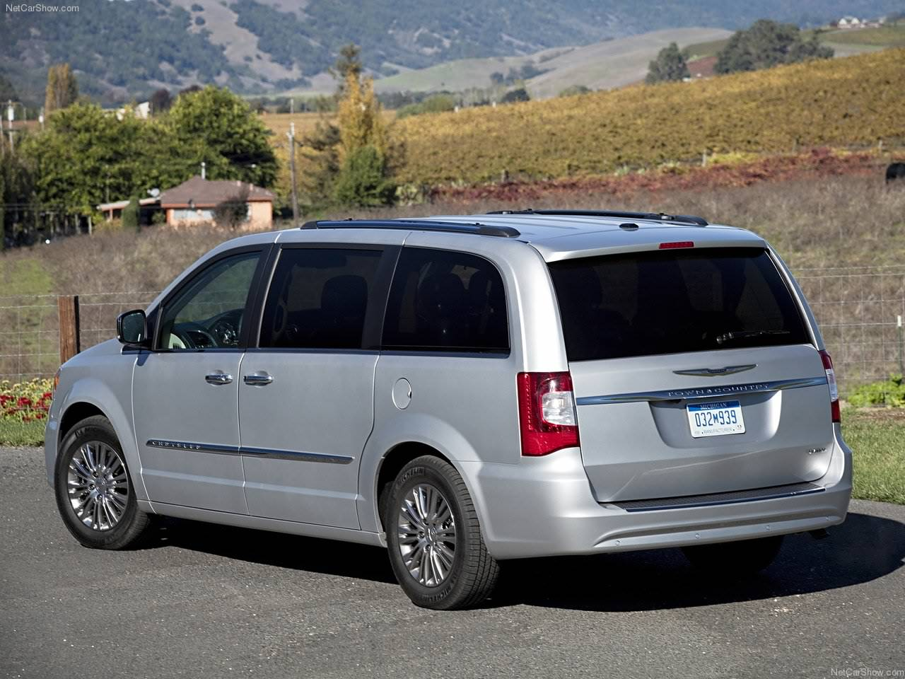 2011 chrysler town and country chrysler autos spain. Black Bedroom Furniture Sets. Home Design Ideas