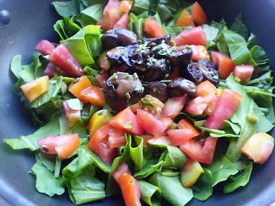 Spinach, Mushroom, and Tomato Salad