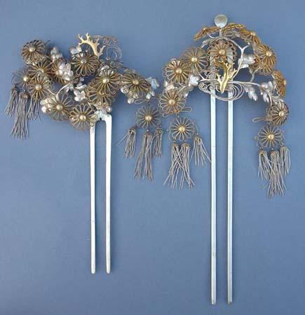Los artesanos comenzaron a producir los productos más finos hechos a mano, incluyendo algunos adornos para el cabello que podrían ser utilizados como armas