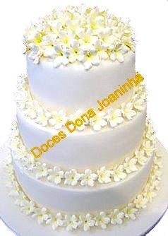 bolo-decorado-de-casamento-com-jasmim-de-açúcar.jpg