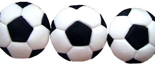 Cupcake decorado com bola de futebol.
