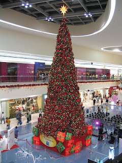 Giant Christmas tree at the Mall of Asia