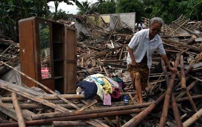 Foto , Gempa Sukabumi , Gempa Mentawai , Gempa Yogyakarta , 5 SR , 9 November 2010