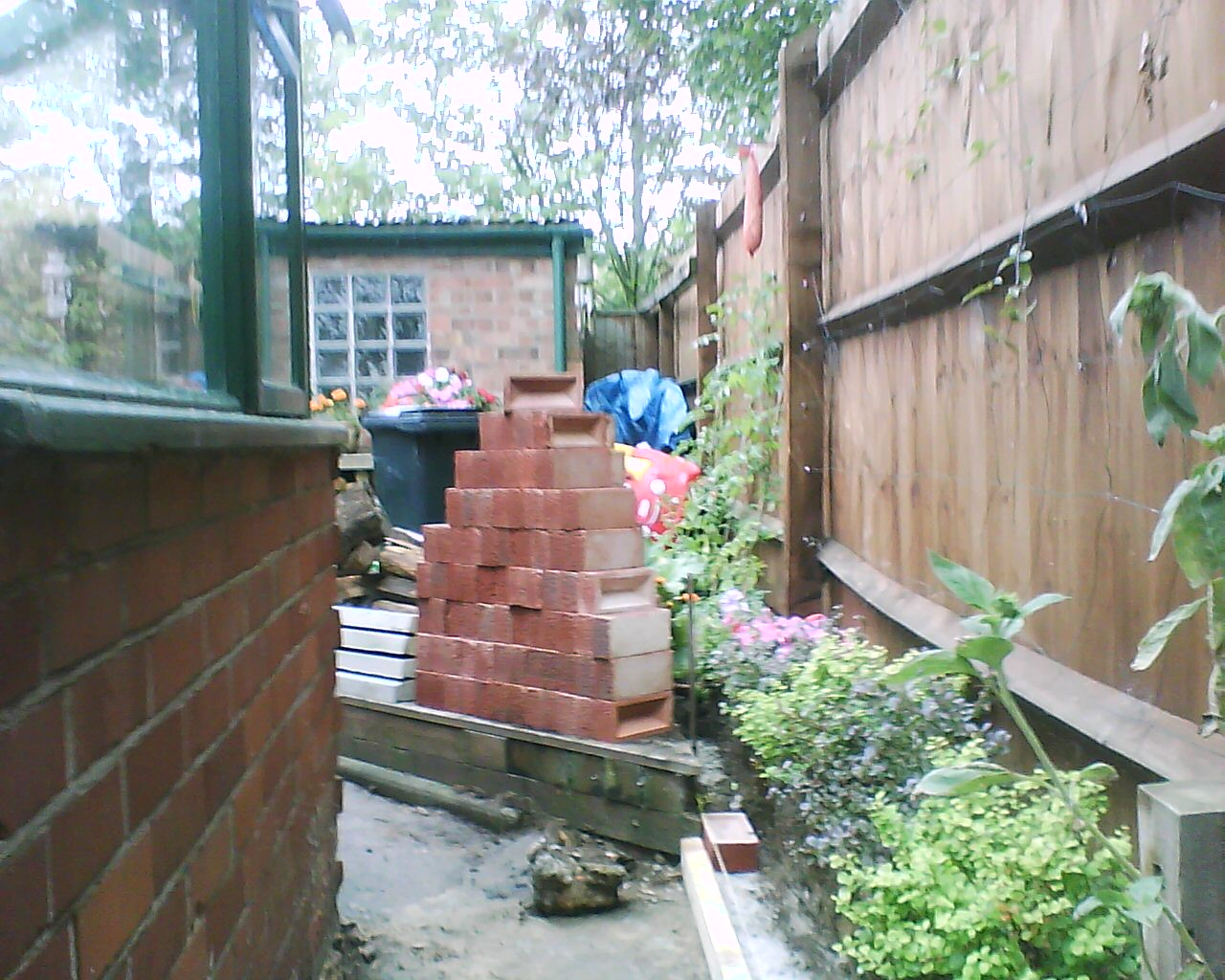 Bespoke home solutions how to build a brick wall part 1 - How to build a cheap house handy solutions ...