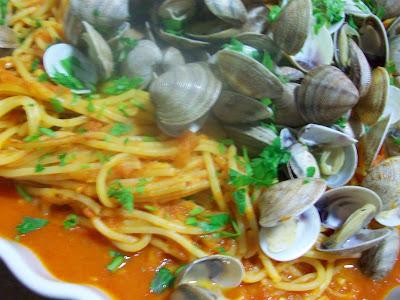 Sabores de ayer y hoy espaguetis con almejas - Espaguetis con almejas ...
