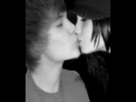 Publican foto de Justin Bieber y Selena Gómez besándose