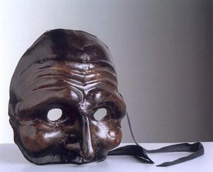 Dietro questa maschera...ci sono le lacrime....