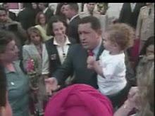 Chávez recebe colombianas que estavam com as FARC e seus familiares no Palácio Miraflores, Caracas.