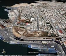 Μπροστά διακρίνεται η Περιοχή Καστράκι, Ανατολική Δραπετσώνα, Κεντρικό Λιμάνι του Πειραιά.