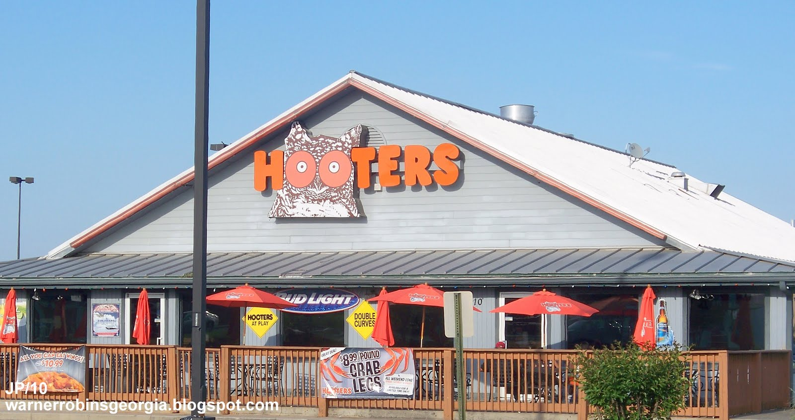 CLOSED quot  HOOTERS WARNER ROBINS GEORGIA  Hooters Hot Wings Restaurant    Hooters Restaurant Building