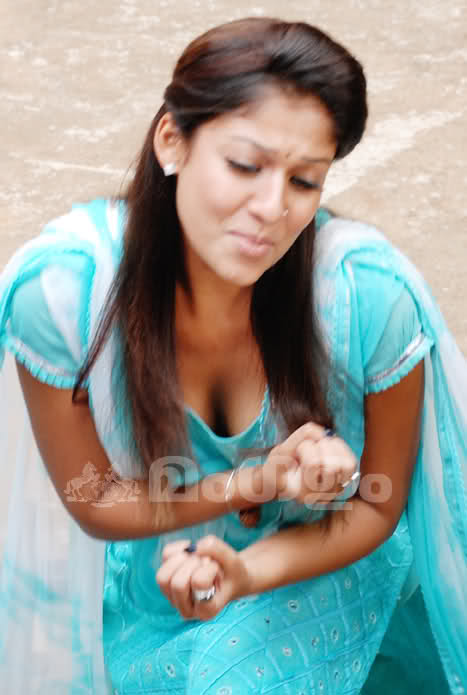 thats hot actress nayanthara hot cleavage show unseen