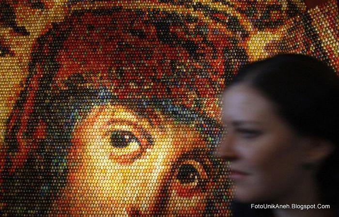 Lukisan Mosaik Dari 15 ribu Butir Telur