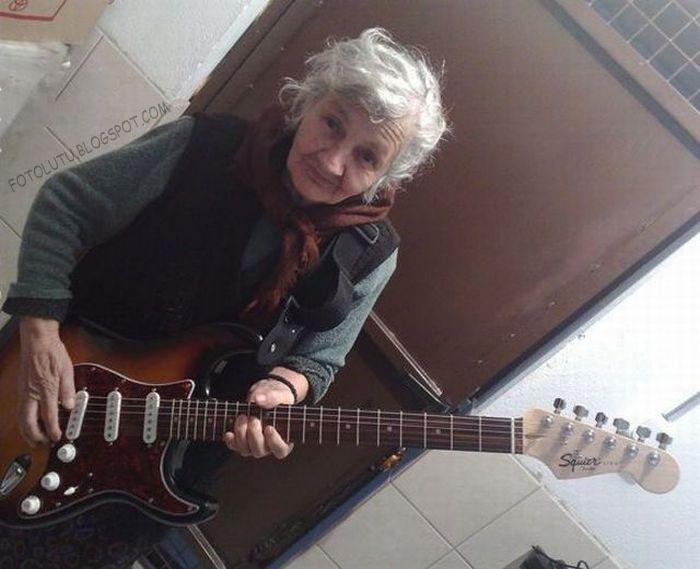 Nenek Lucu Gitaris, Sekali Gitaris Tetep Gitaris