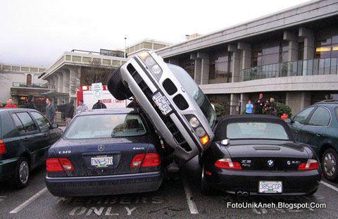 http://2.bp.blogspot.com/_OLk_oOmotBU/S2yKGIz3mZI/AAAAAAAAB8A/zfzEaKQK9hQ/s1600/Masalah+Parkir+mobil.jpg